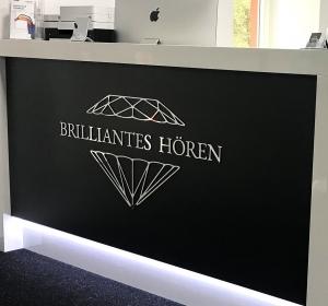 Brillinates Hören→